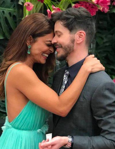 Tiago Parente com a atriz Juliana Paes no casamento de Marina Ruy Barbosa